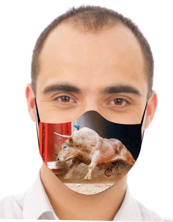 Mascarilla de toros con toro bravo saliendo de toriles